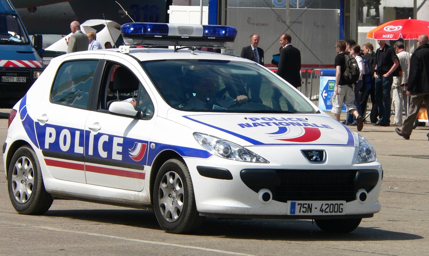 Photo Credit: https://upload.wikimedia.org/wikipedia/commons/e/e2/French_Police_p1230006.jpg